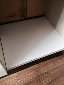 冷蔵庫置き場の底板補修後