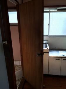 トイレのドア交換前